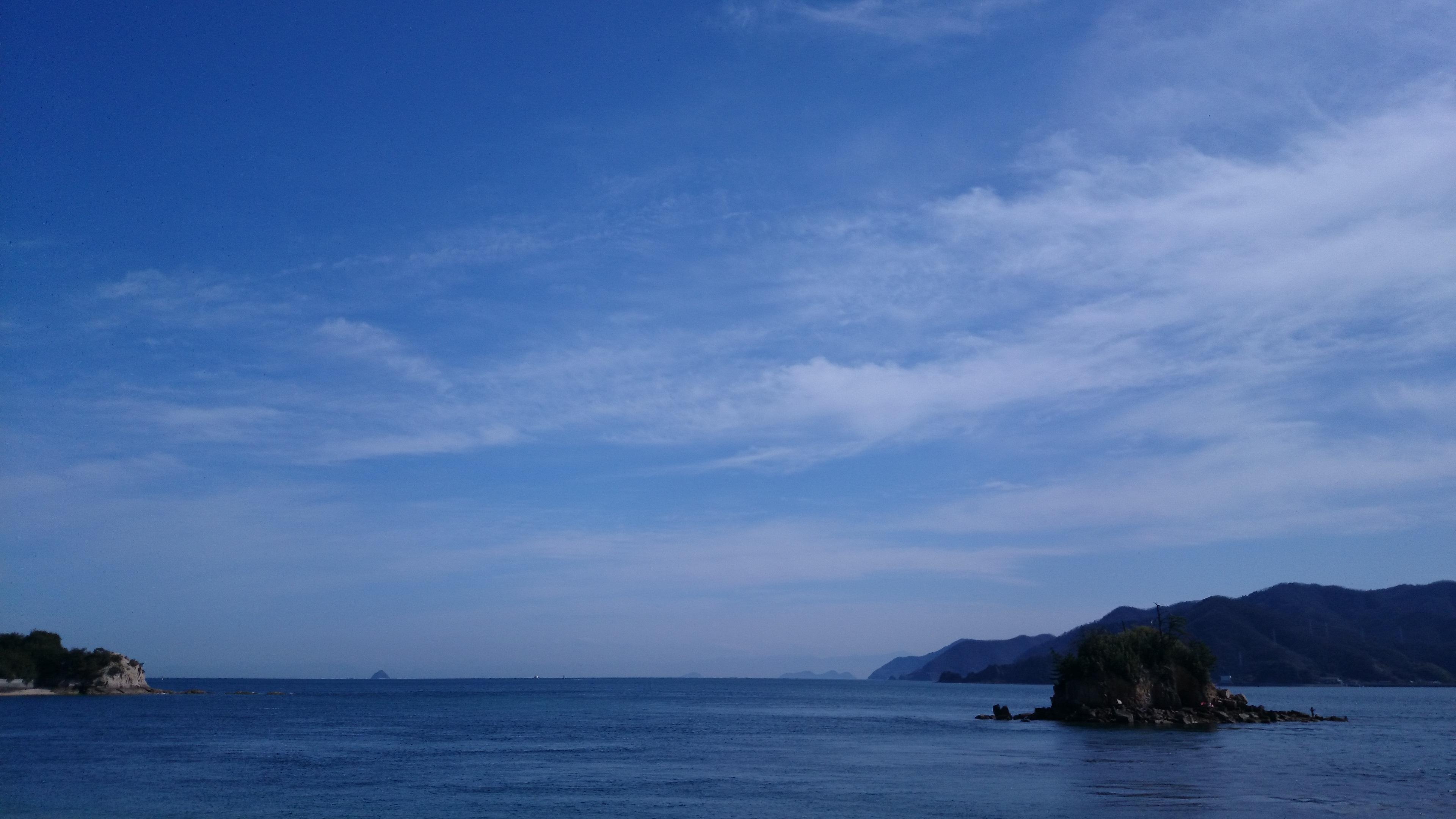 光り輝く灯台の島